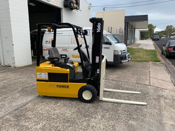 Yale ERP030 3 Wheel Electric Forklift 3