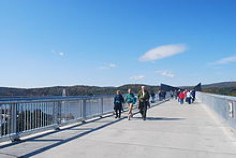 220px-Walkway_Over_the_Hudson_4