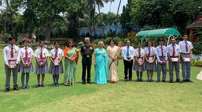 GOC-in-C eastern command interacts with high performer students of Army Public schools