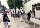 Schlangestehen beim Blutspenden in Höckelheim