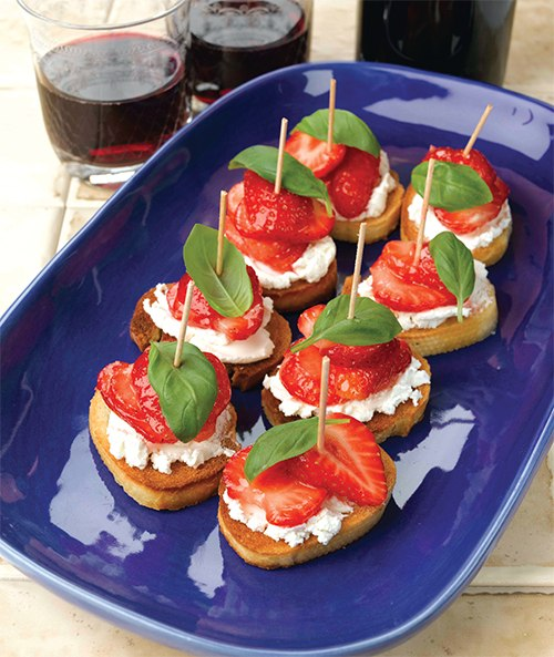 Strawberry goats cheese pinchos