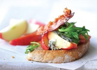 apple and gorgonzola bruschetta