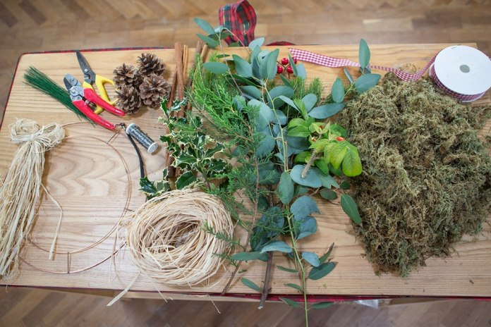 making-a-wreath (1)