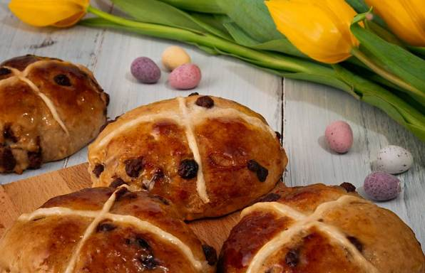 Salted caramel hot cross buns