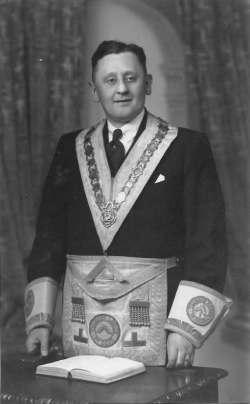 1949 Bob becomes a Freemason