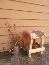 This Way Upcycle - Rustic stool