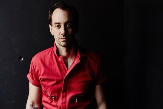"""Albert Hammond Jr. Shares new song """"Losing Touch"""" from his forthcoming full-length release 'Momentary Masters.'"""