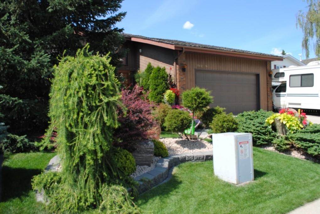 Front Yards in Bloom - North Glenora