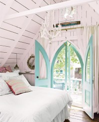 Make your door frame the stand out piece - http://pinterest.com/pin/68820700528106112/