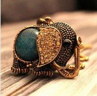 Necklace - http://wanelo.com/p/3683133/lovely-rhinestone-elephant-necklace-on-luulla