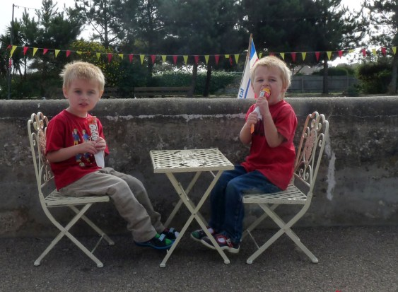 Ices by the boating lake: North Lodge Park