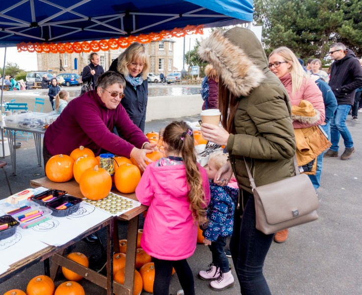 pumpkin carving in North Lodge park