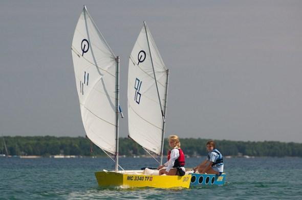 2 Optis sailing