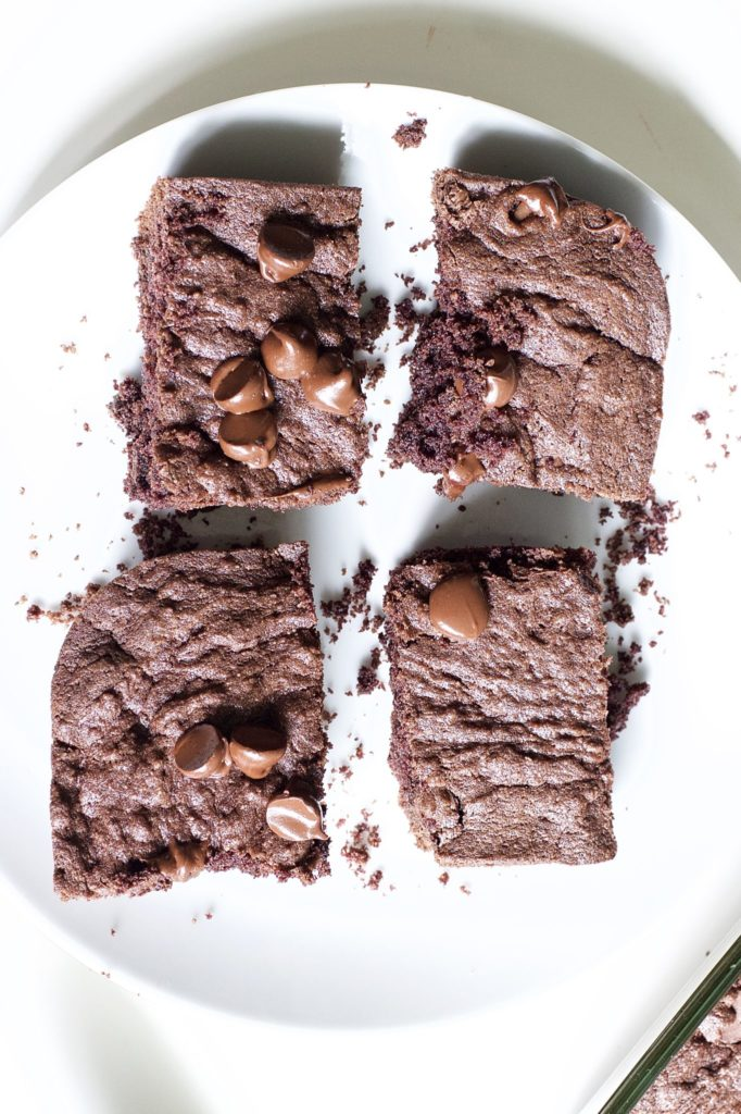 Paleo brownies are a chocolate lover's dream! Low in fat and carbs, they're a healthy, wholesome snack to satisfy your cravings.