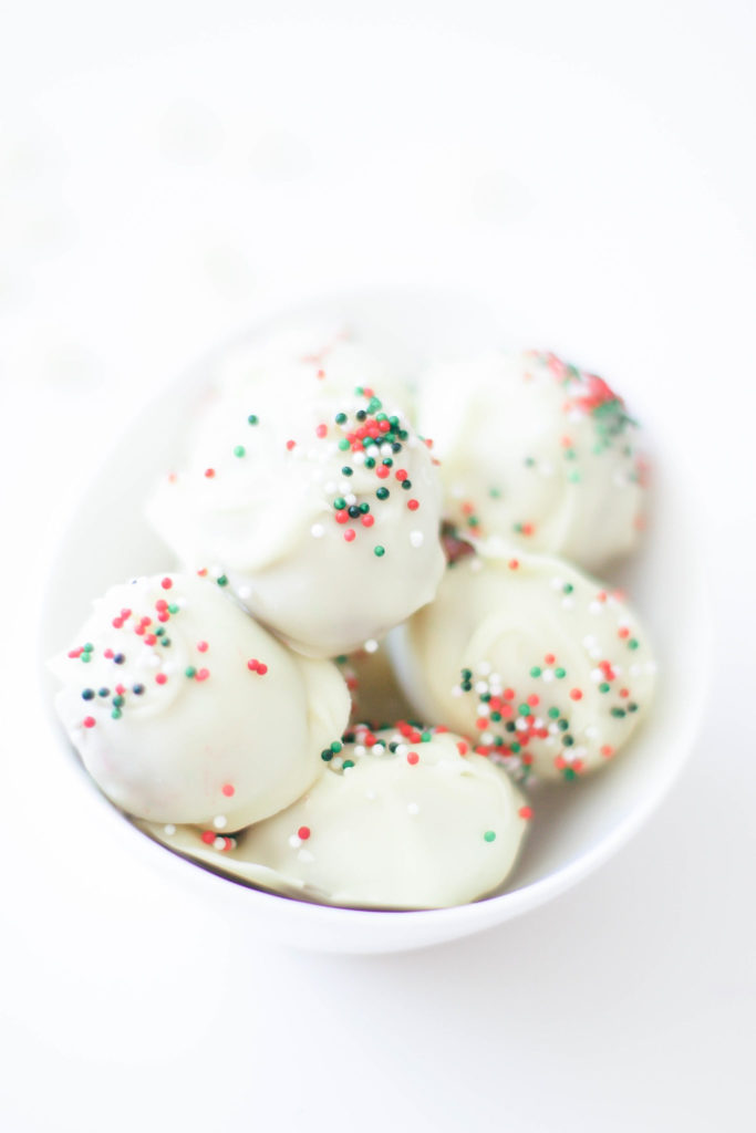 Vegan No Bake Christmas Almond Balls (Gluten-Free)