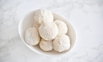 Stay in ketosis this Christmas with these frosted cheesecake fat bombs. They're absolutely scrumptious, easy to make, low carb, sugar free, and gluten-free! 3 Ingredients   Keto Desserts   Dessert Recipe   Low Carb   Weight Loss   High Fat   Healthy Fats   Keto Friendly   No Bake   Frozen   Peanut Butter   Treat   Balls   Sugar Free   Gluten Free   Holiday Recipes   Christmas Dessert   Christmas Recipe   Snow   Snowball   Easy Recipes   Keto Snacks   Bite Sized  