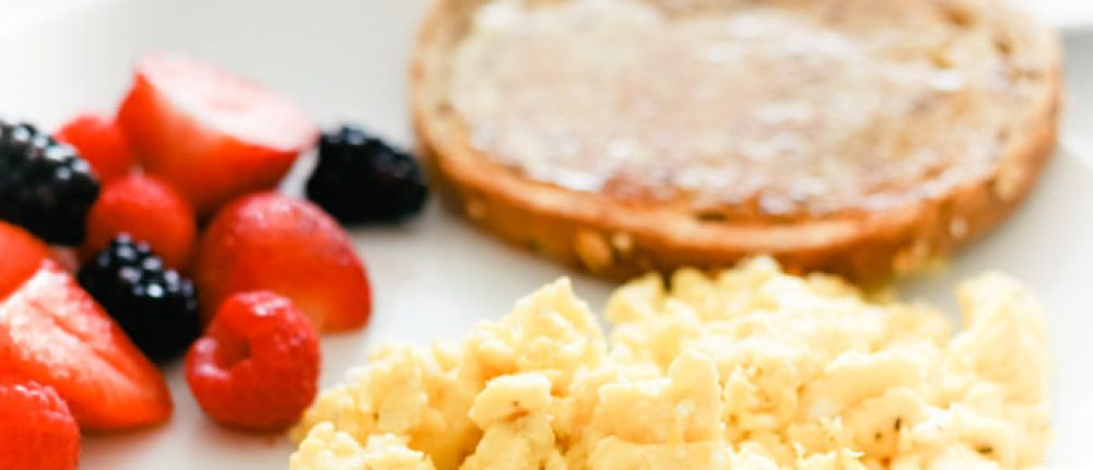How to Make Perfect Fluffy Scrambled Eggs (Gluten-Free, Low Carb, Keto)