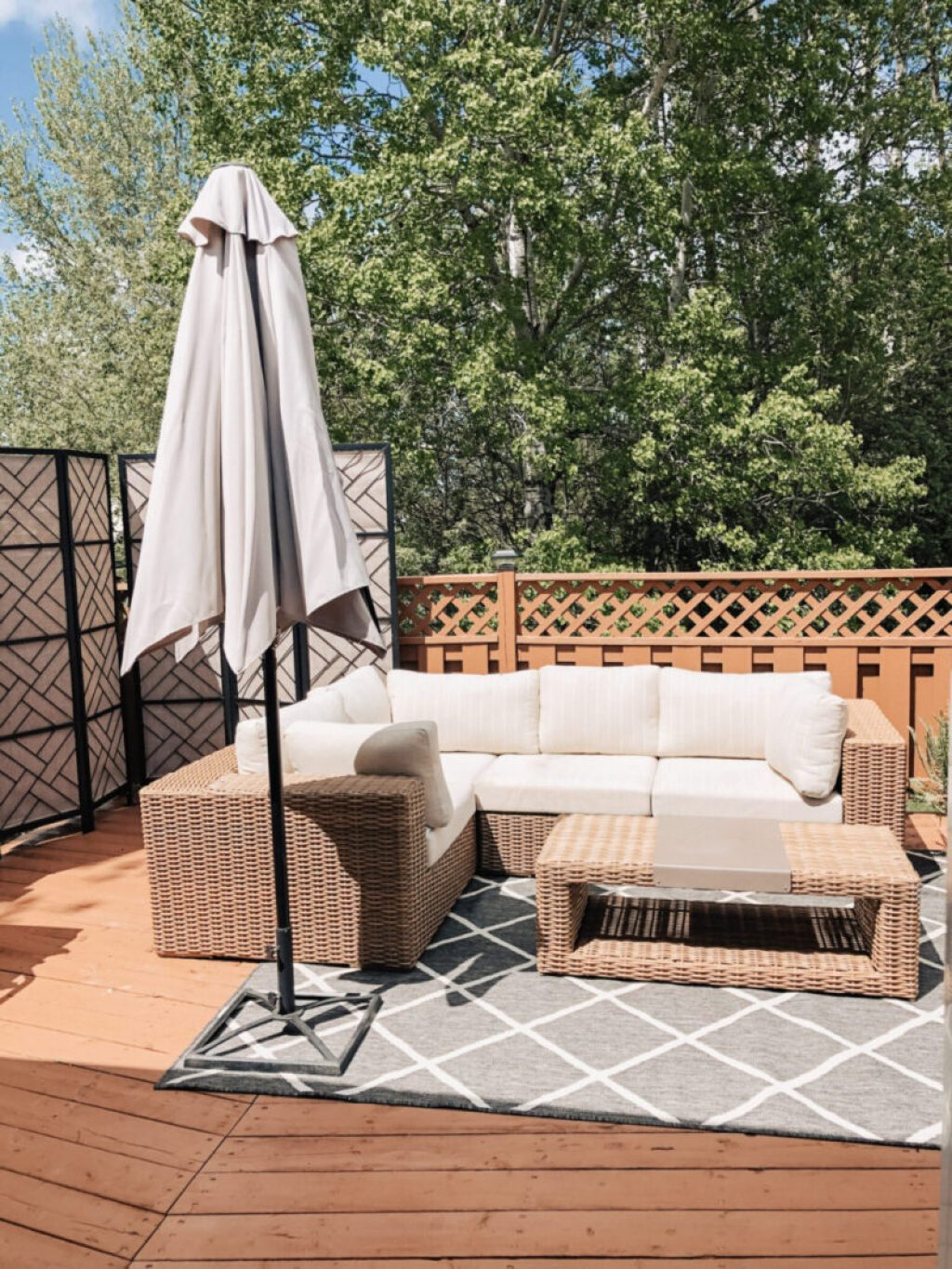 Tips for deck or patio decor and design for the ultimate outdoor oasis! Our deck renovation before and after transformation using solid stain. Solid Deck Stain | Wood Stain | Deck Staining | Deck Renovation | Patio Furniture | Deck Design | Privacy Fence | Privacy Screen | Patio Decor | Outdoor Living | Backyard Space | Outdoor Decor | Tofino Sectional Canvas Collection | Olympic Timberline Wood Stain
