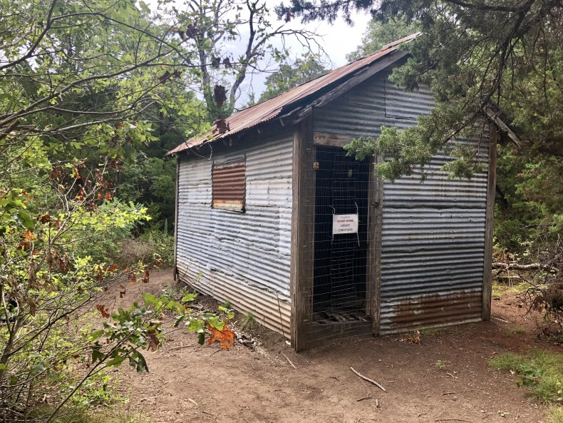 Dogwood Canyon: Tin structure on West Loop trail