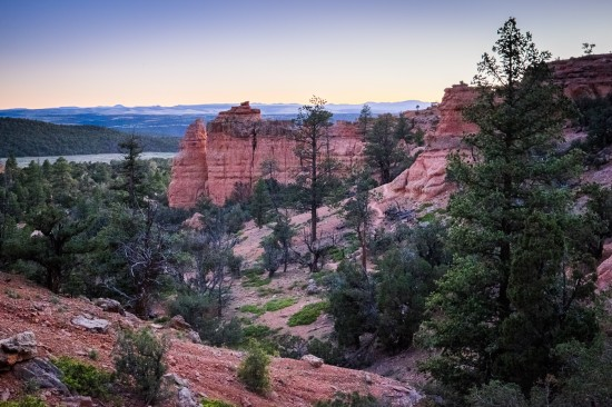 Hiking Arches Trail, Red Canyon, Dixie National Forest, Utah on northtosouth.us