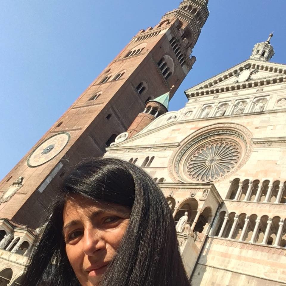 Your host Francesca Carmichael below the cathedral (Duomo) and bell tower (Torrazzo) in her home town of Cremona.
