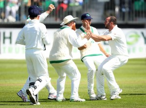Stuart Thompson claims a pakistan test wicket