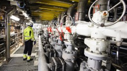 oil workers on the Heimdal platform must use full protective gear at work.