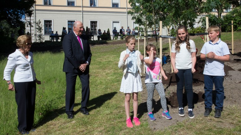 Queen Sonja, King Harald in the Castle Park along with the grandkids (R) Prince Sverre Magnus, Princess Ingrid Alexandra and Emma Tallulah Behn and Leah Isadora Behn