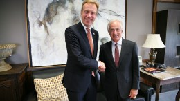 Foreign Minister Brende met the leader of the Senate Foreign Relations Committee, Republican Bob Corker, in his office in Washington.