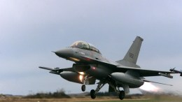 F-16 flight, 100 military aircraft
