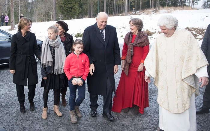 Märtha Louise, Leah Isadora Behn, Queen Sonja, Emma Talluah Behn and King Harald