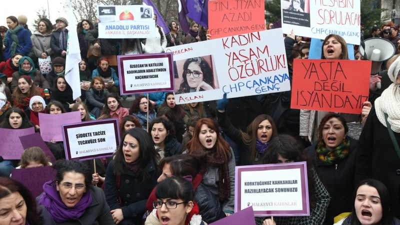 Turkish women demonstrate against the murder of Ozgecan Aslan