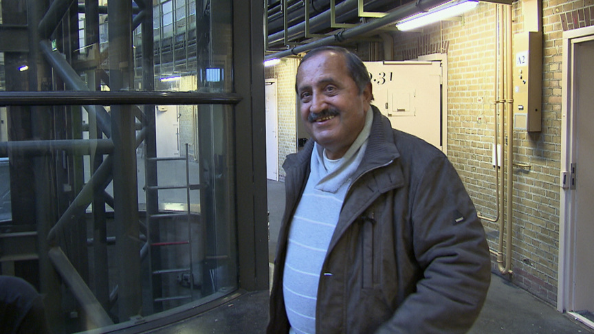 Rafiq in the Haarlem prison building, photo: NOS