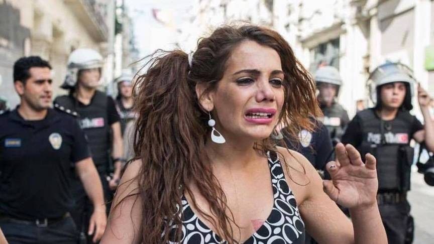 Hande Kader and police at Istanbul gay pride
