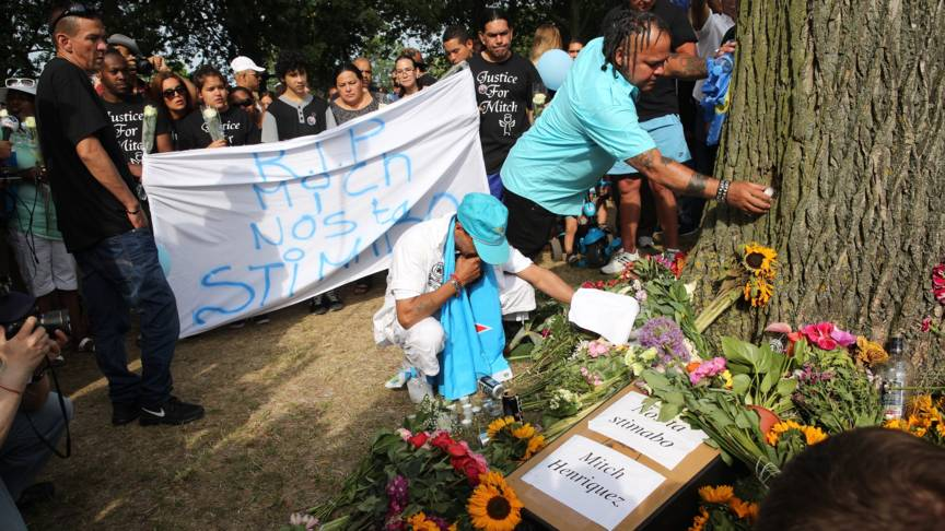 People in The Hague mourn Mitch Henriquez