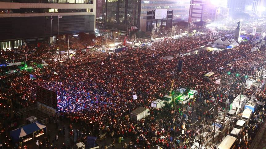 Koreans burn candles during protest against president in Seoul, AFP photo