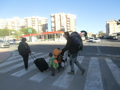Saliendo de casa cuando aún teníamos un pequeño carro (enero 2013)