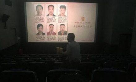 Polícia chinesa humilha devedores ao mostrar seus rostos em exibições de cinema