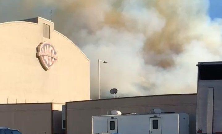 Clint Eastwood não evacua estúdio na Warner por conta de incêndio
