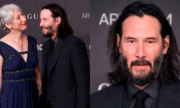 Keanu Reeves aparece em público com primeira namorada em décadas