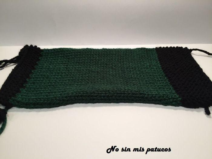 Tejemos 6 cm con lana negra en punto bobo.