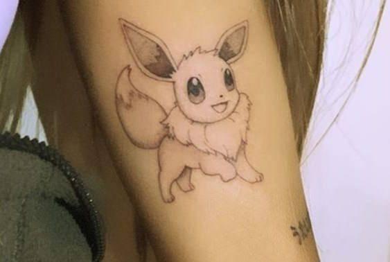 ¡Ariana Grande elige tatuarse un Pokémon! ? 1
