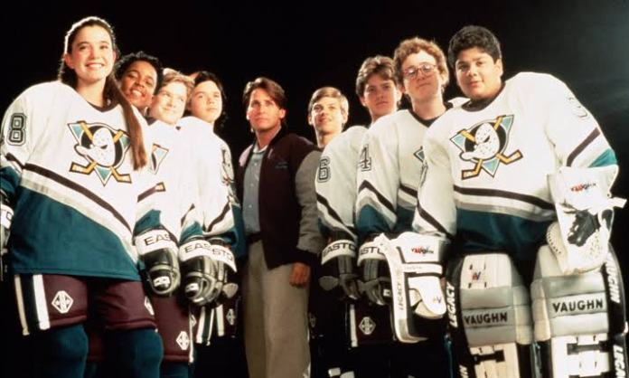 Emilio Estevez regresará para la serie de 'The Mighty Ducks' 1