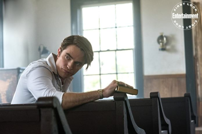 """The Devil All The Time"" revela sus primeras imágenes con Tom Holland y Robert Pattinson 1"