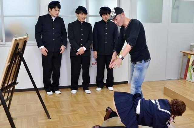 FlashBack: ¿Recuerdan cuando Mazahasu Katsura enseñaba a dibujar 'H' en televisión pública? 5