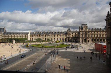 Paris França Louvre com criança