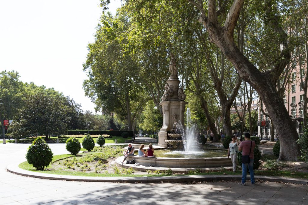 Pase del Prado  Madri com criança