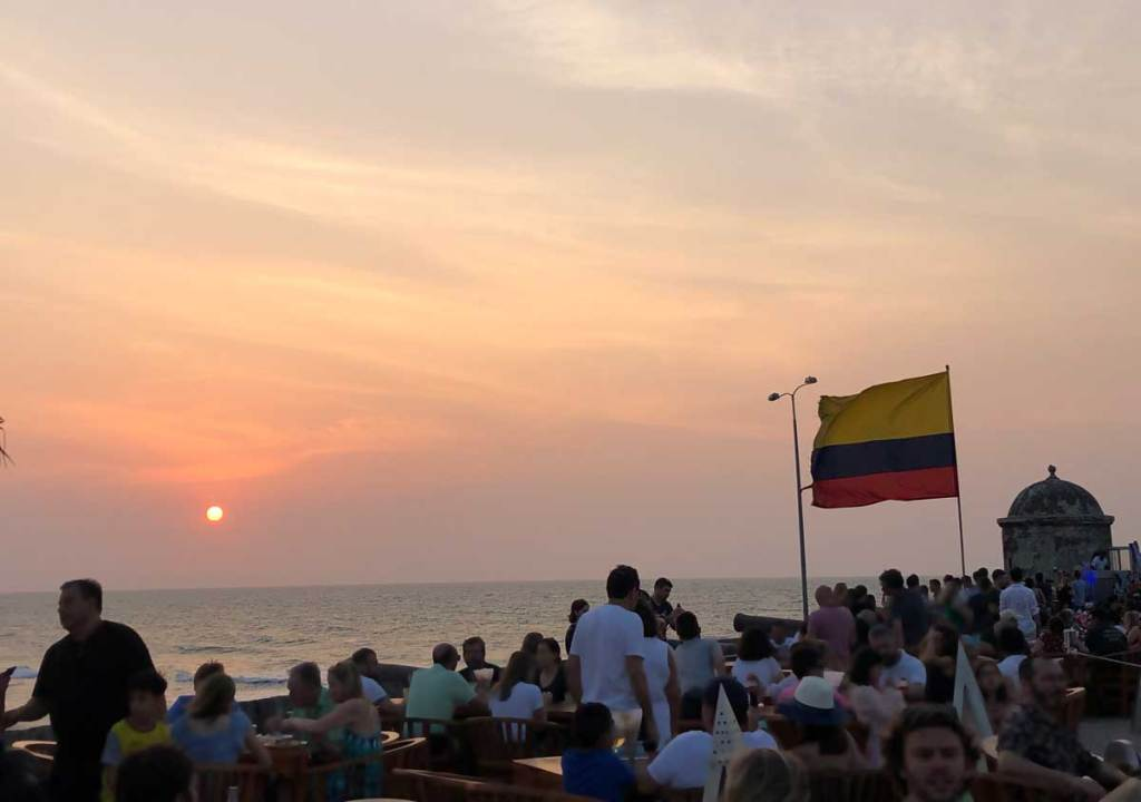 o que fazer em Cartagena por do sol cafe del mar