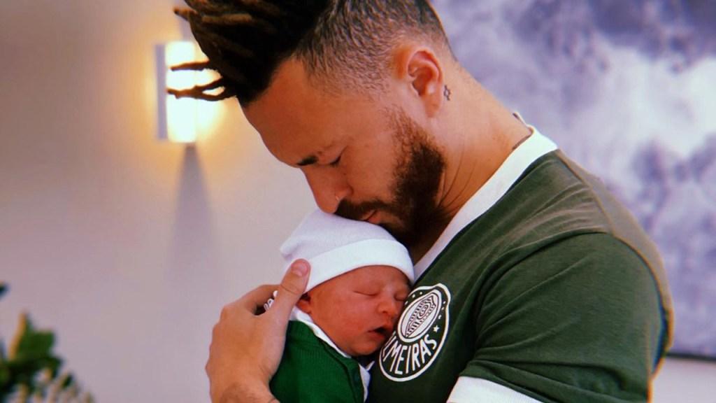 Com camisa do Palmeiras, Fred posta foto com filho nas redes sociais