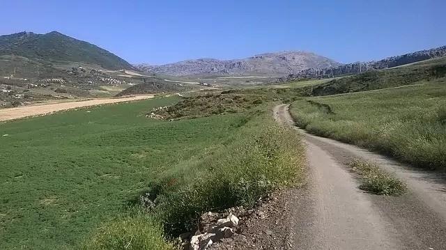 hiking-371085_640